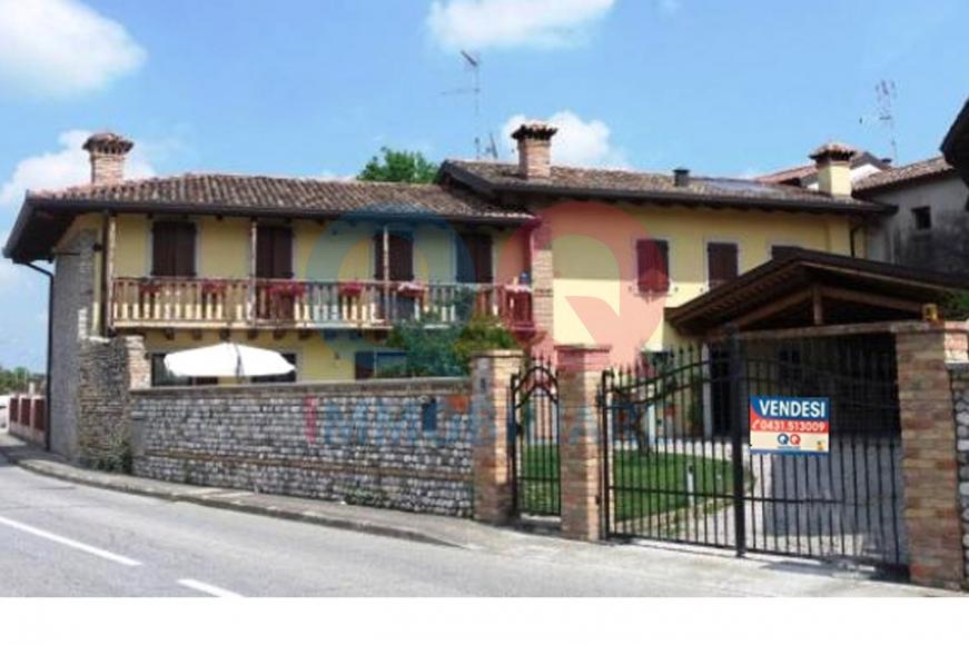 Soluzione Semindipendente in vendita a Castions di Strada, 9 locali, prezzo € 299.000 | Cambio Casa.it