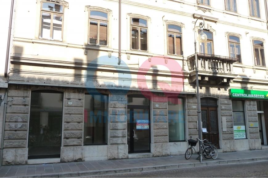 Negozio / Locale in affitto a Udine, 9999 locali, zona Località: GENERICA, prezzo € 1.200 | Cambio Casa.it