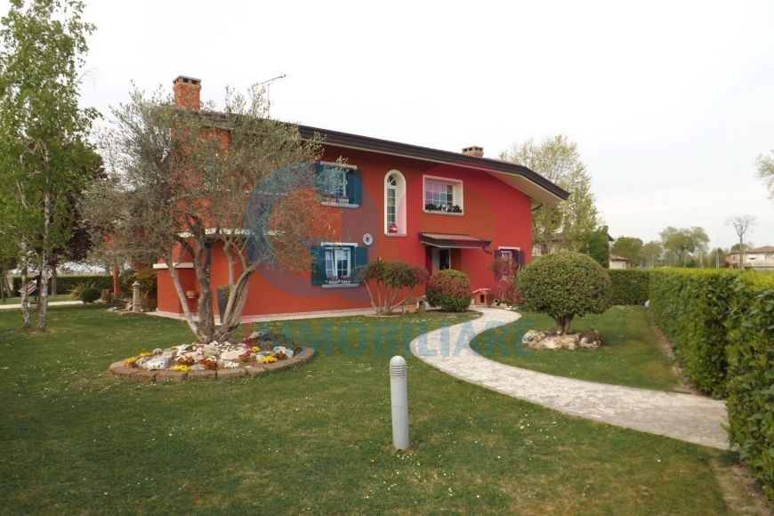 Villa in vendita a San Michele al Tagliamento, 10 locali, Trattative riservate | CambioCasa.it