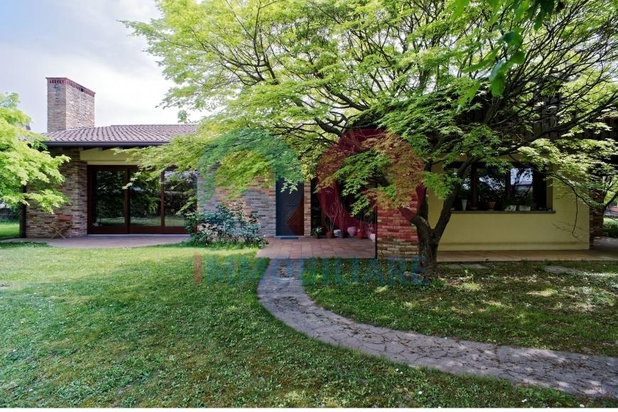 Villa in vendita a San Michele al Tagliamento, 7 locali, Trattative riservate | CambioCasa.it