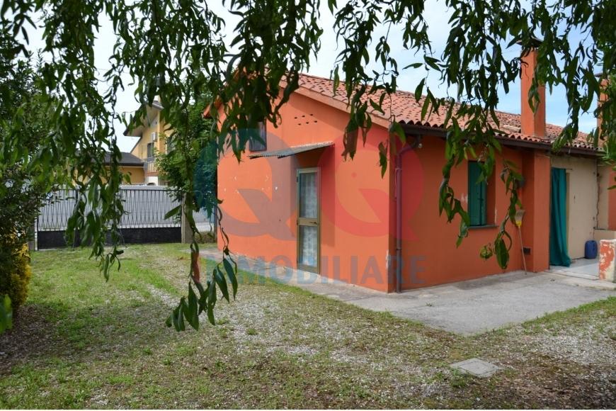 Soluzione Indipendente in vendita a Palazzolo dello Stella, 5 locali, Trattative riservate | Cambio Casa.it