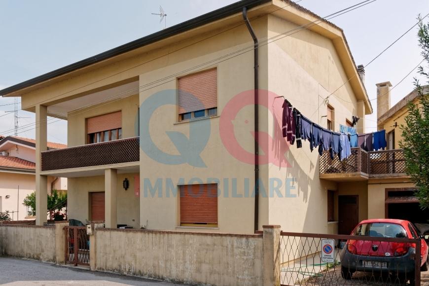 Soluzione Indipendente in vendita a Carlino, 16 locali, Trattative riservate   Cambio Casa.it