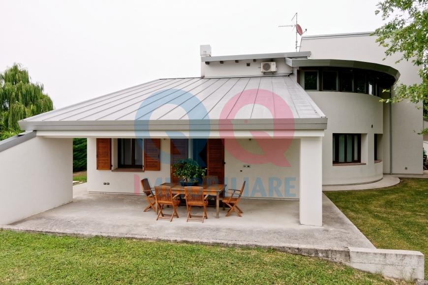 Villa in vendita a Varmo, 11 locali, Trattative riservate | CambioCasa.it