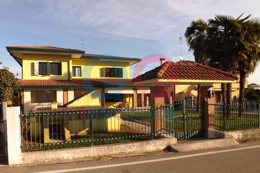 Villa in vendita a Santo Stino di Livenza, 10 locali, prezzo € 350.000 | CambioCasa.it