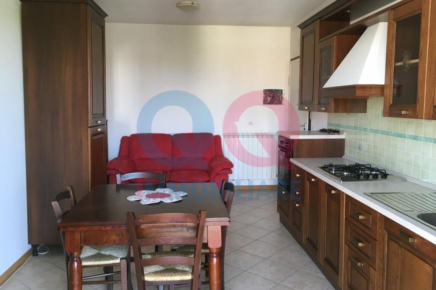 Appartamento in buone condizioni arredato in vendita Rif. 10402917