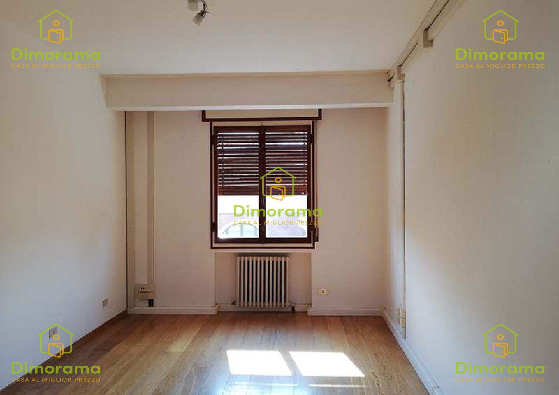 Ufficio 6 locali in vendita a Ravenna (RA)