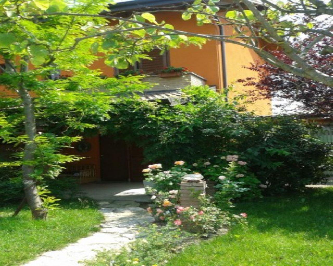 Villa in vendita a Chignolo Po, 4 locali, prezzo € 165.000 | CambioCasa.it