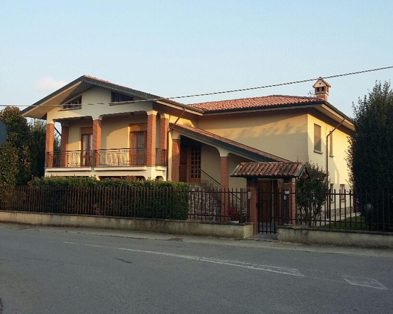 Villa in vendita a Chignolo Po, 5 locali, prezzo € 285.000 | CambioCasa.it