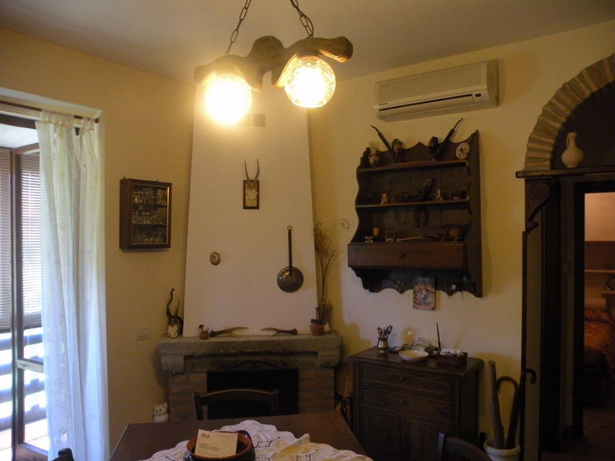 Appartamento in buone condizioni in vendita Rif. 8045536