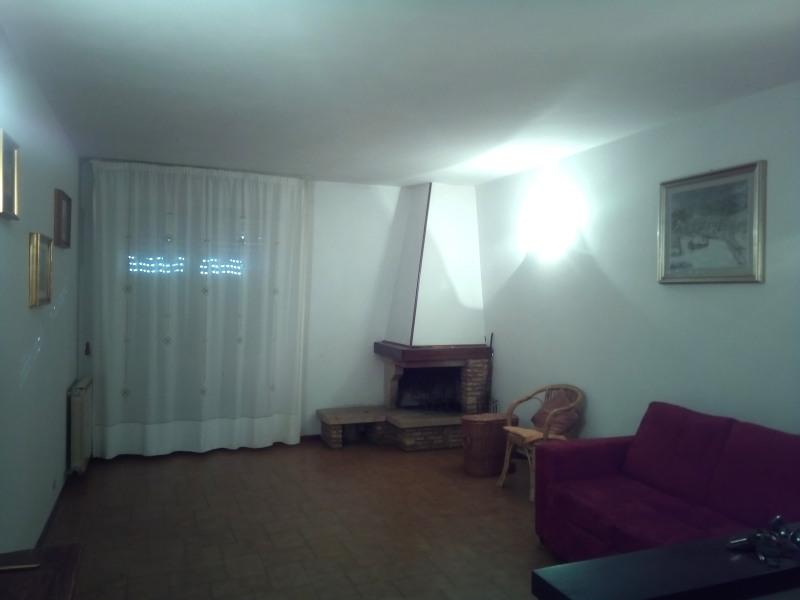 Appartamento in buone condizioni in vendita Rif. 8104906