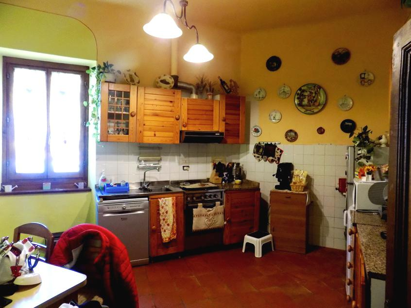 Appartamento in buone condizioni in affitto Rif. 10417442