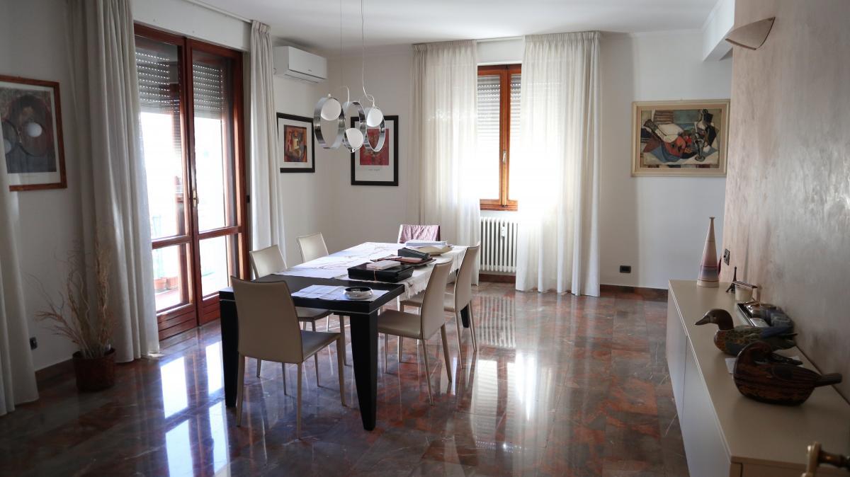 Appartamento, viale montegrappa, Vendita - Prato (Prato)