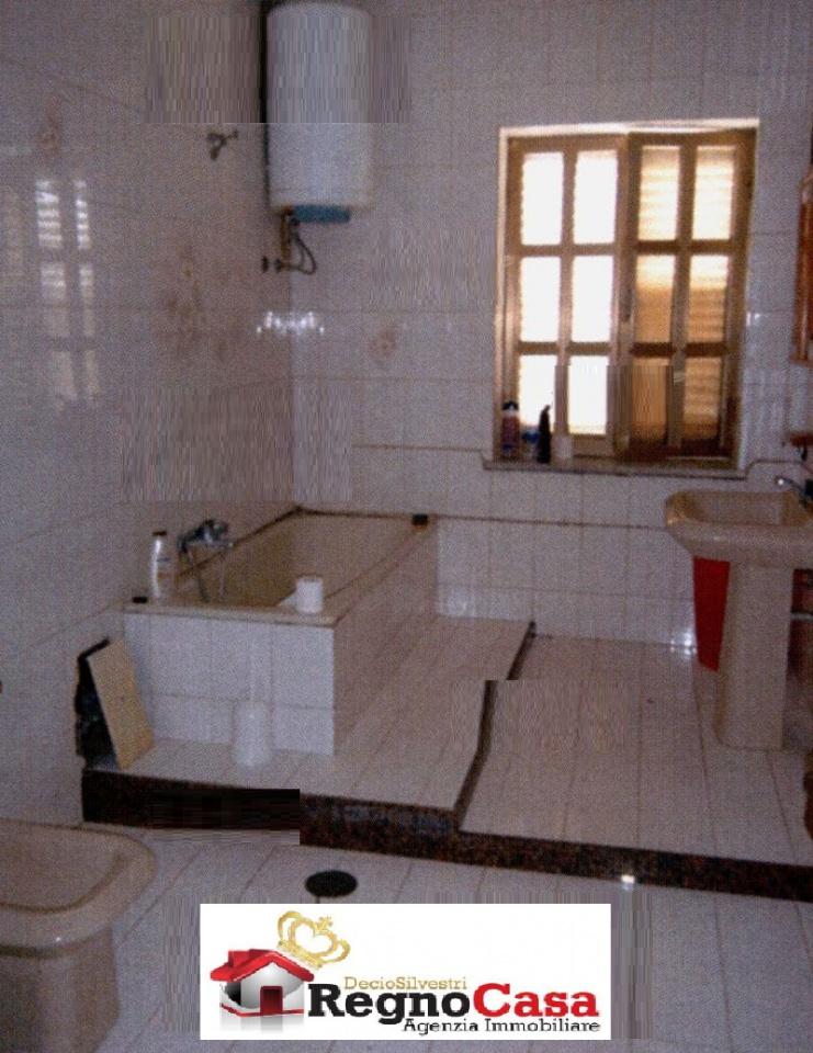 Appartamento in buone condizioni in vendita Rif. 10762678