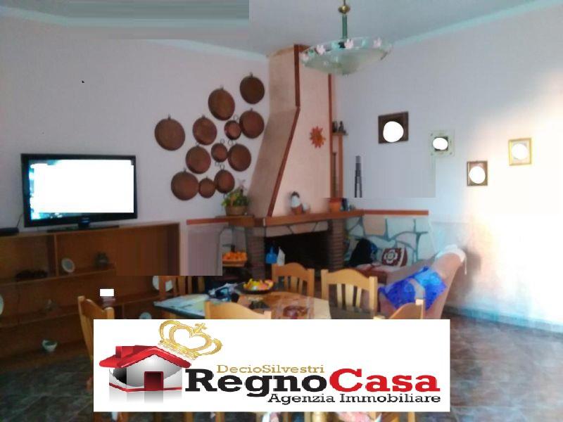 Appartamento in buone condizioni in vendita Rif. 8969953