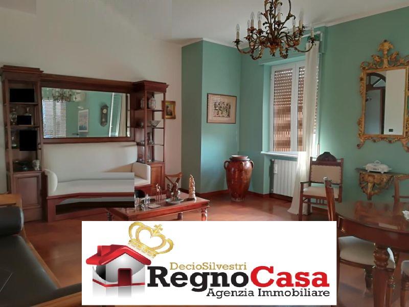 Appartamento in buone condizioni in vendita Rif. 9443939