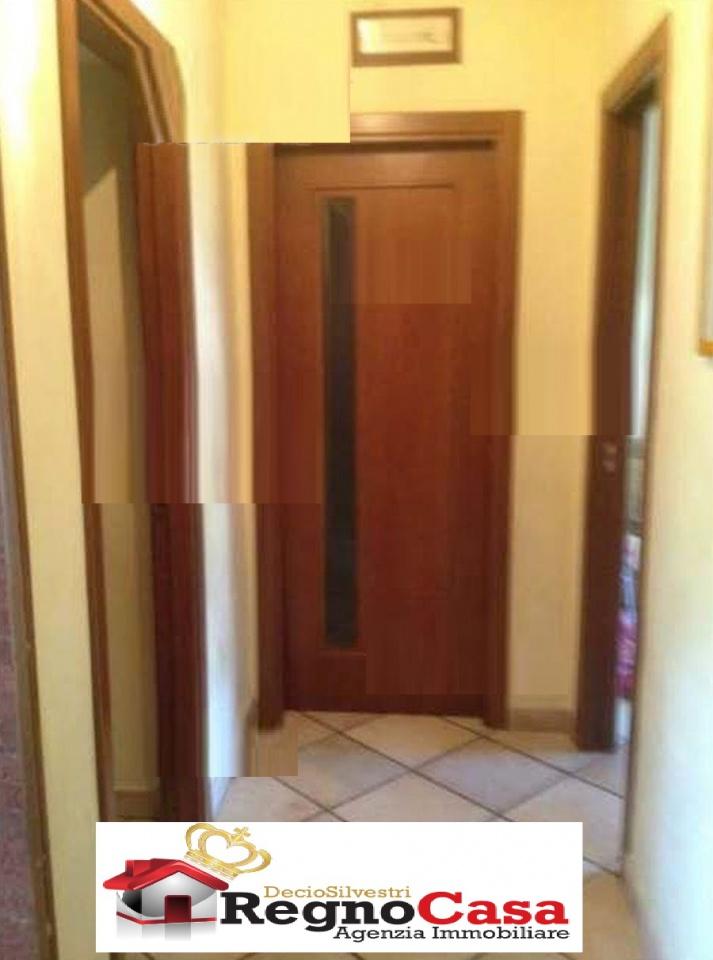 Appartamento in buone condizioni in vendita Rif. 7067789