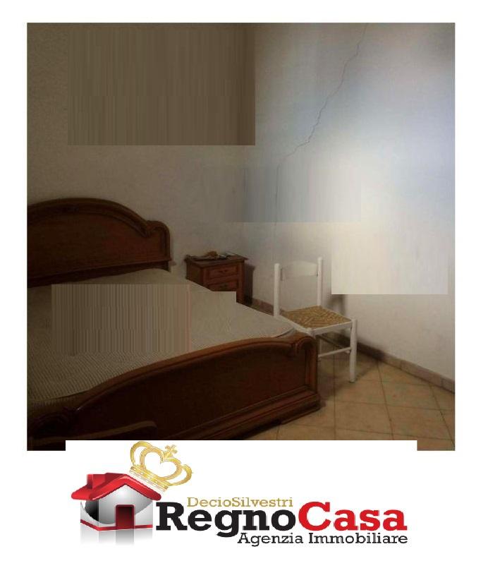 Appartamento in discrete condizioni in vendita Rif. 7370605