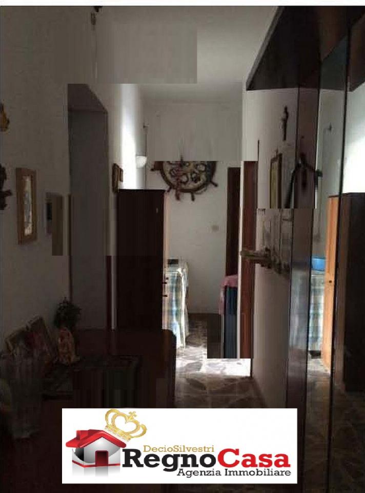 Appartamento in discrete condizioni in vendita Rif. 11931549