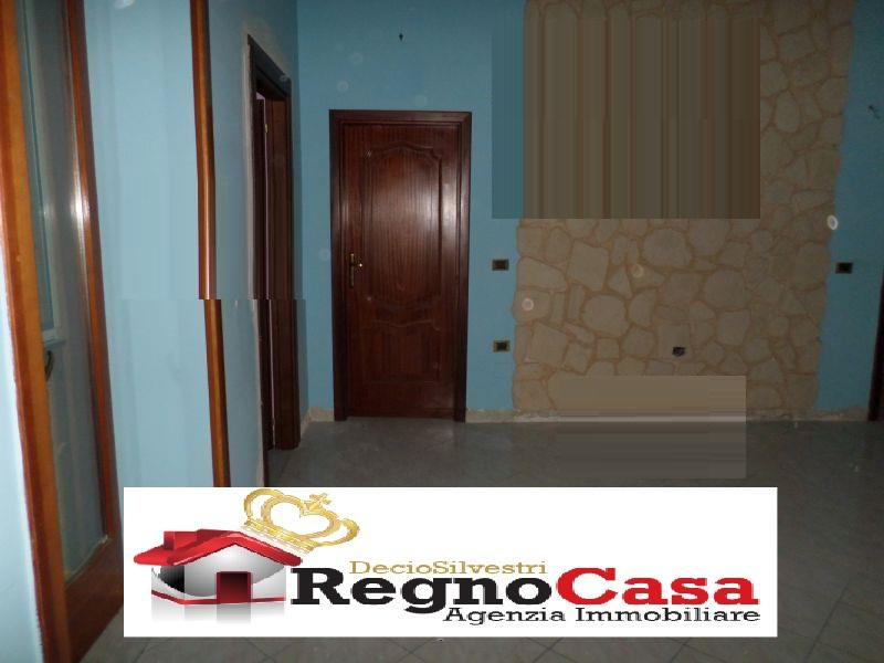 Appartamento in discrete condizioni in vendita Rif. 8969951