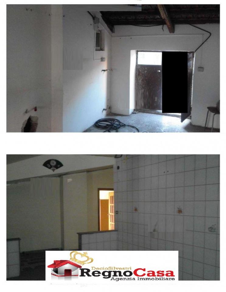 Appartamento in discrete condizioni in vendita Rif. 11947619
