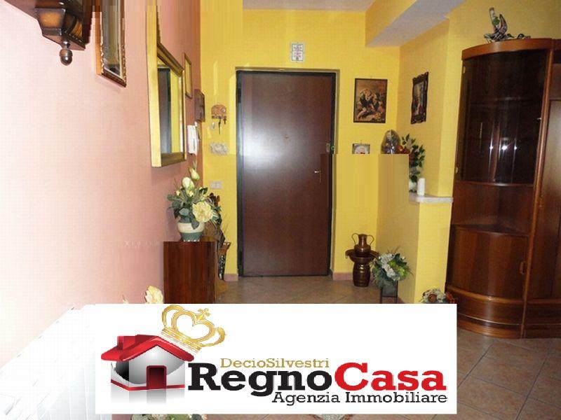 Appartamento in buone condizioni in vendita Rif. 10762679