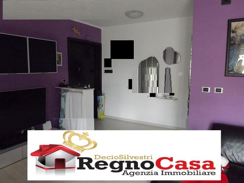 Appartamento in buone condizioni in vendita Rif. 8237597
