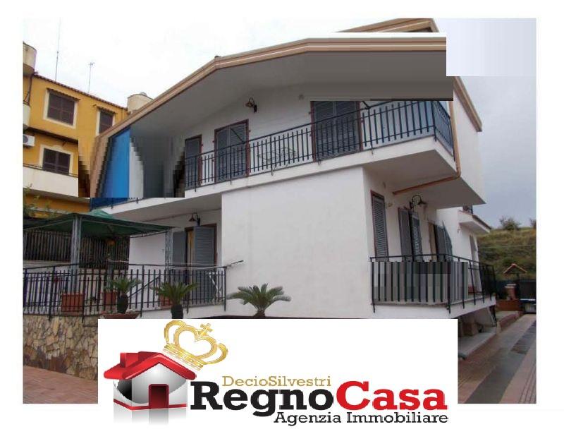 Appartamento in buone condizioni in vendita Rif. 11888749