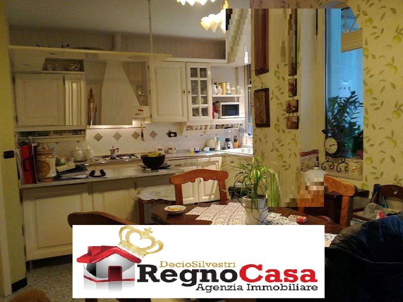 Appartamento in ottime condizioni in vendita Rif. 8237604