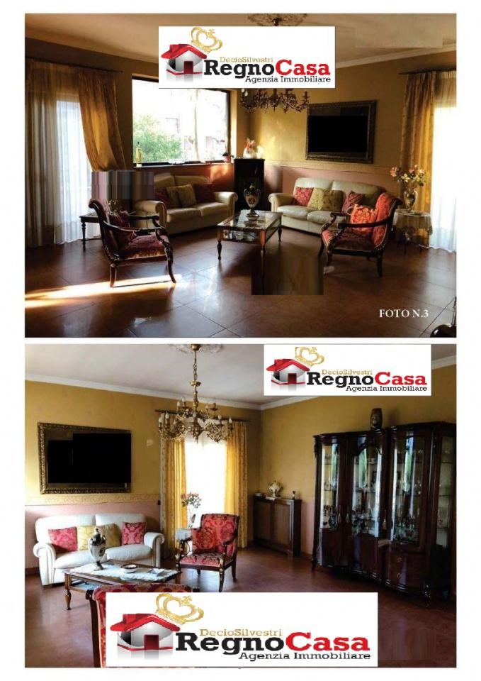 Appartamento in buone condizioni in vendita Rif. 9702522