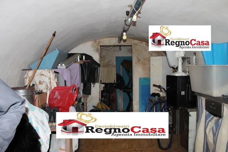 Magazzino - capannone in discrete condizioni in vendita Rif. 8869978