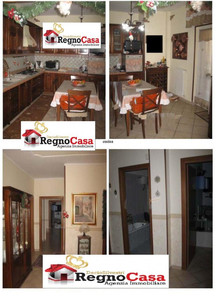 Appartamento in buone condizioni in vendita Rif. 9834193