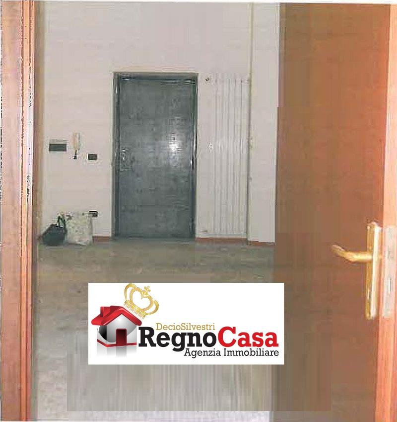 Appartamento in discrete condizioni in vendita Rif. 11999727
