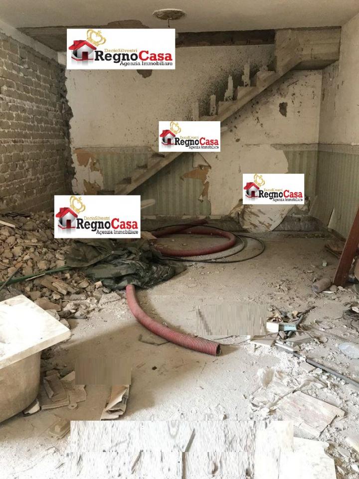 Appartamento da ristrutturare in vendita Rif. 8980869