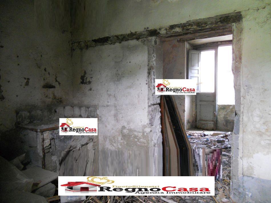 Appartamento in discrete condizioni in vendita Rif. 9093715