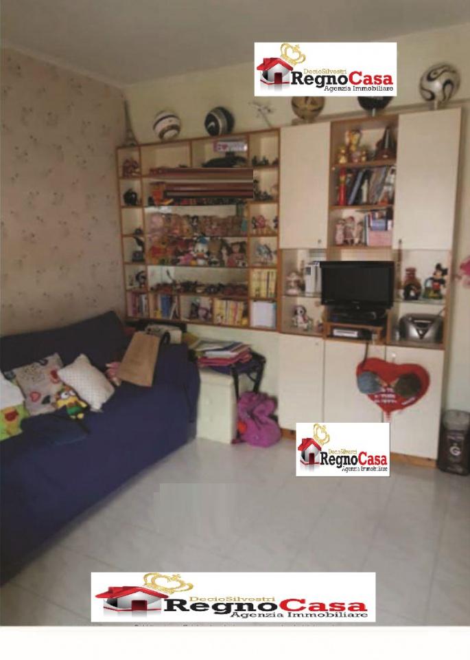 Appartamento in buone condizioni in vendita Rif. 9429813