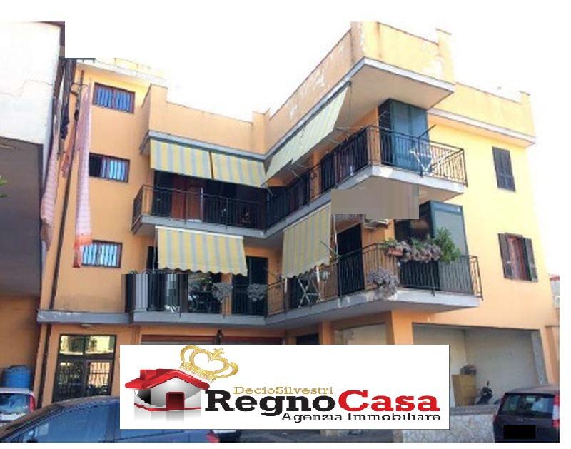 Appartamento in ottime condizioni in vendita Rif. 9556842