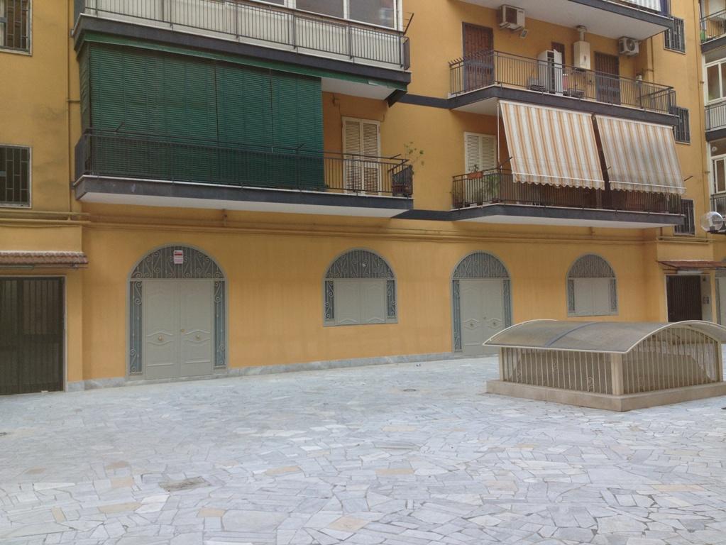 Locale commerciale bilocale in vendita a Casavatore (NA)