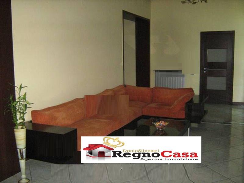 Appartamento in buone condizioni in vendita Rif. 11124886