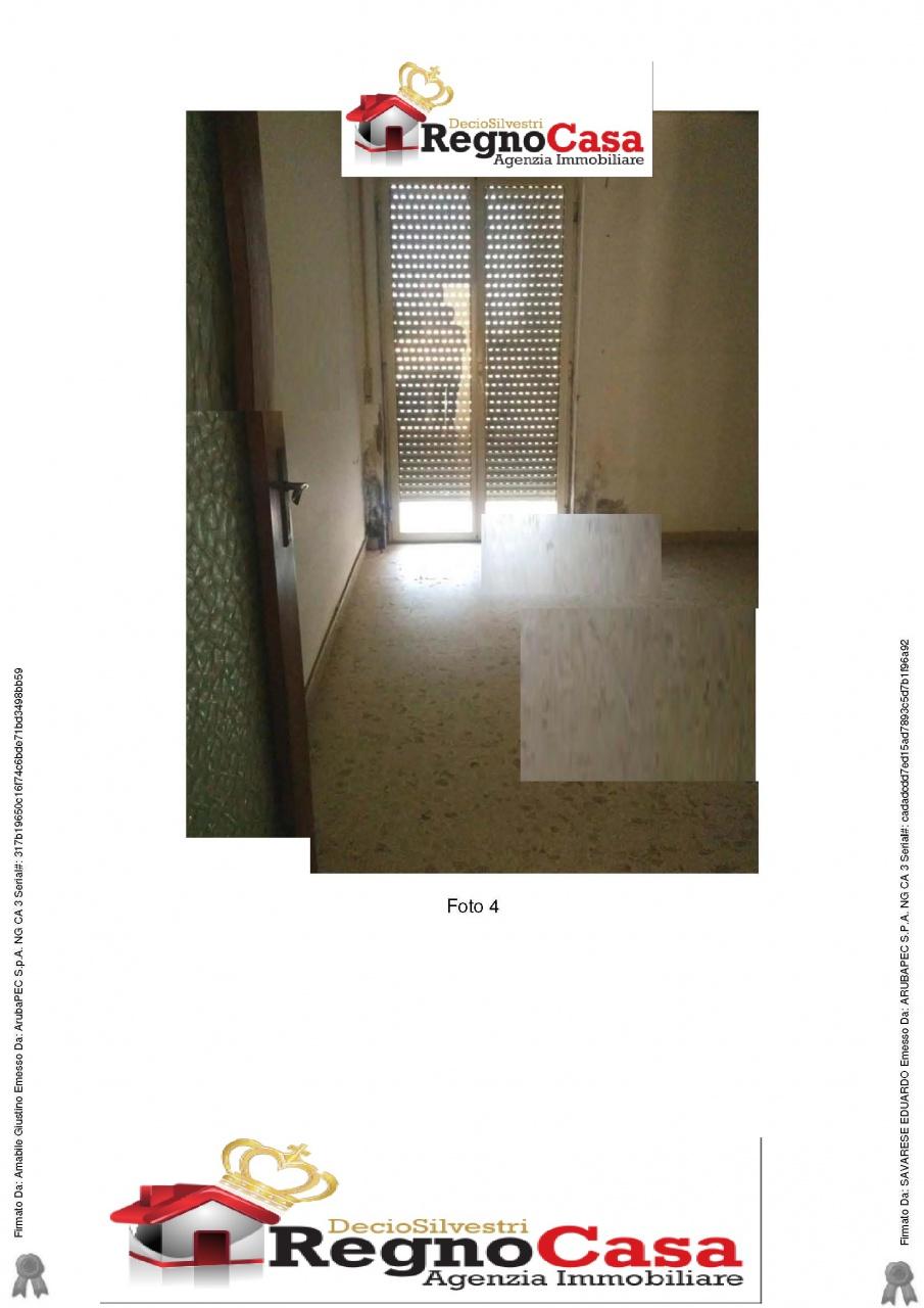 Appartamento da ristrutturare in vendita Rif. 10386608