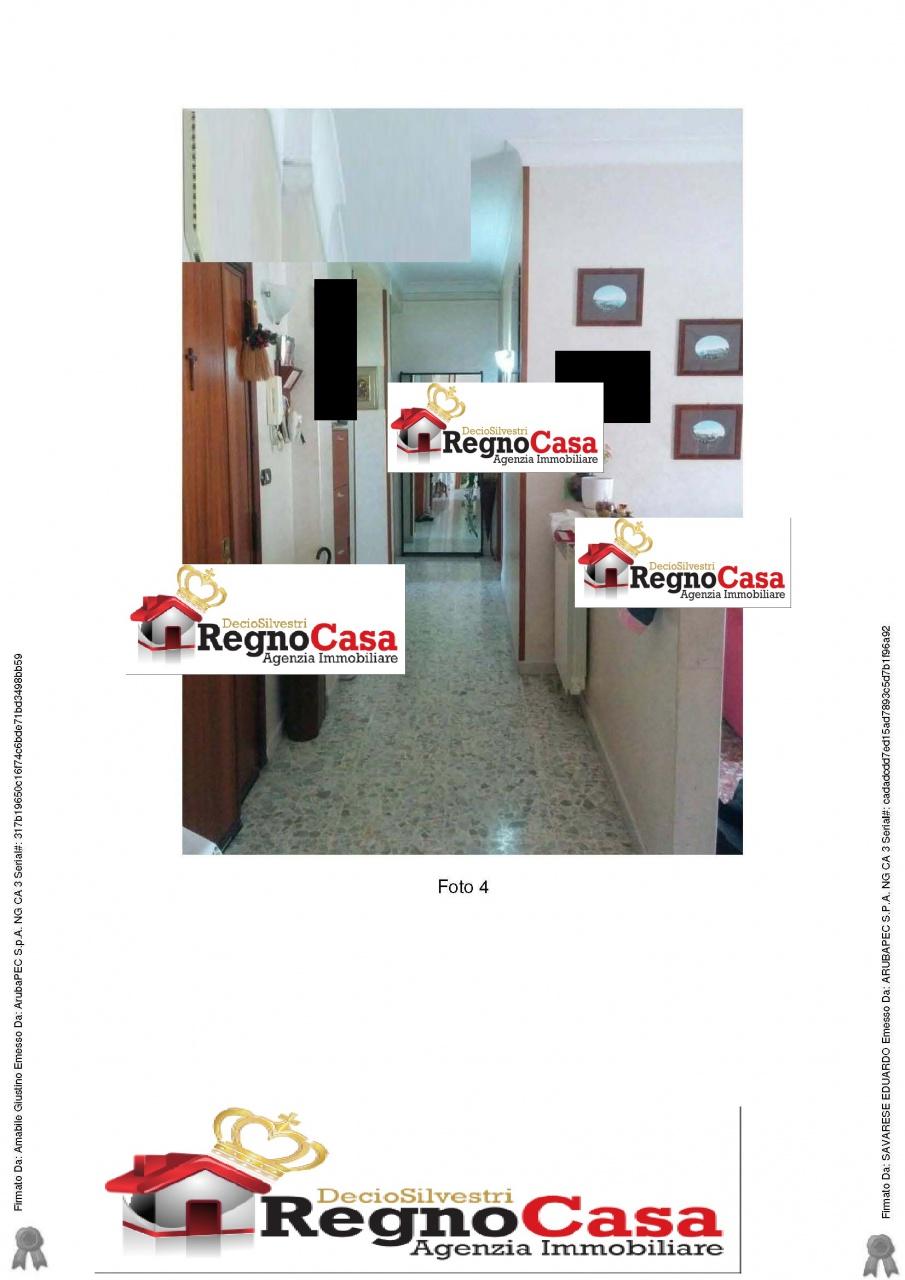 Appartamento in buone condizioni in vendita Rif. 10386610