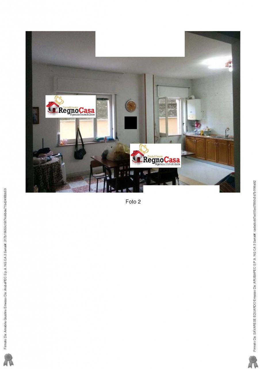 Appartamento in buone condizioni in vendita Rif. 10386611