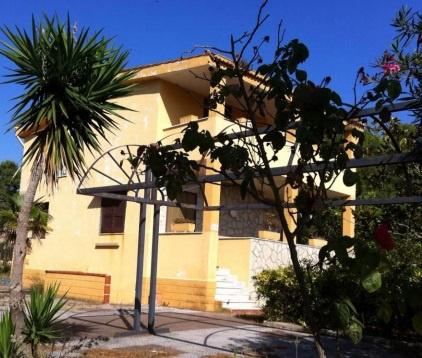 Villa quadrilocale in vendita a Mondragone (CE)