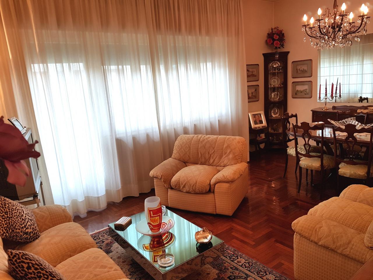 Appartamento in buone condizioni in vendita Rif. 9578421