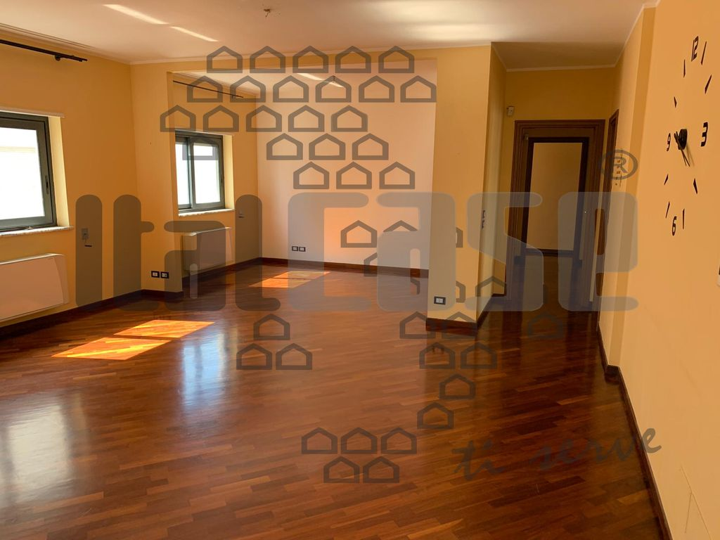 Appartamento in vendita a Reggio Calabria, 4 locali, prezzo € 220.000 | CambioCasa.it