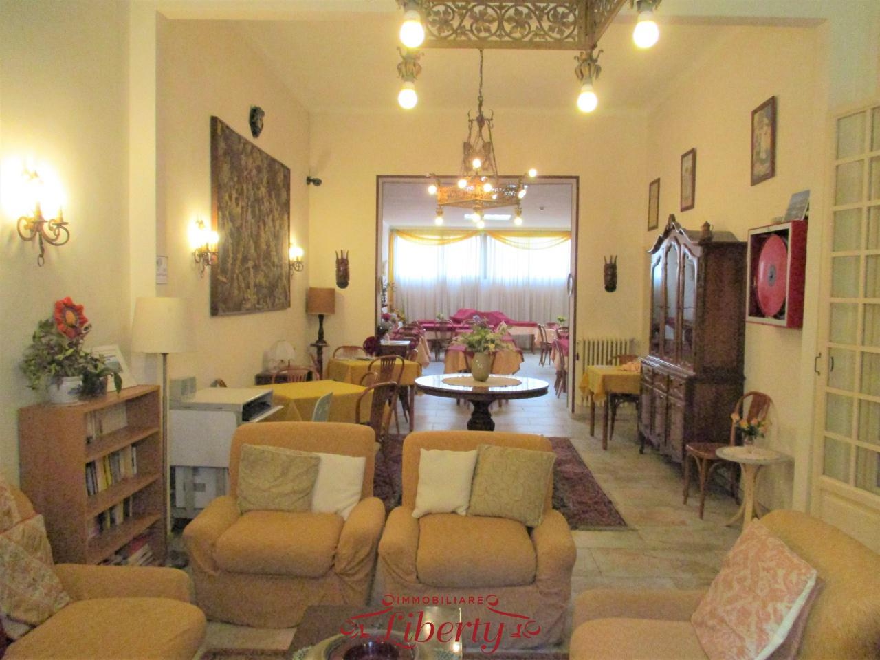 Albergo in vendita a Viareggio, 30 locali, prezzo € 1.200.000 | CambioCasa.it