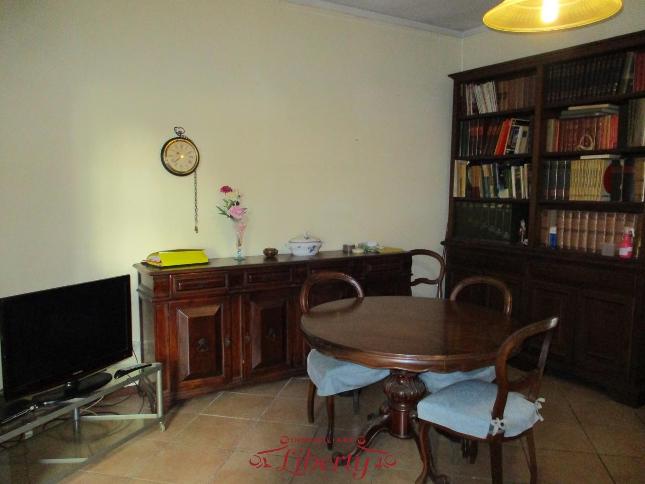 Appartamento in discrete condizioni in vendita Rif. 8625833
