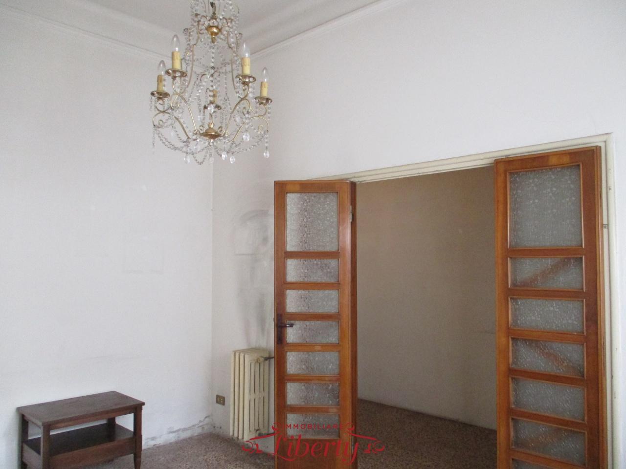 Villetta a schiera in discrete condizioni in vendita Rif. 9281953