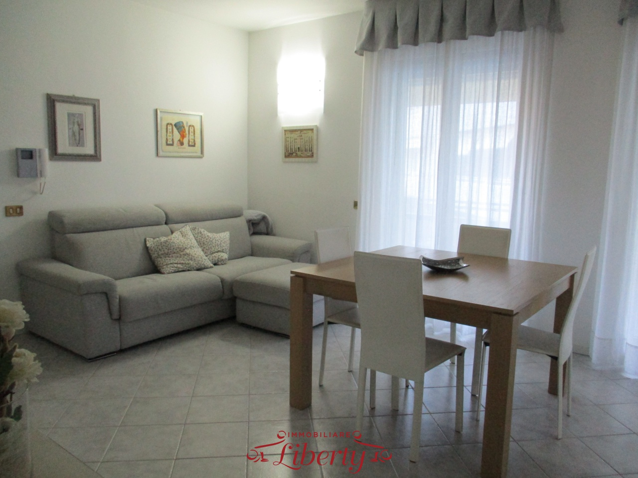 Appartamento in ottime condizioni arredato in vendita Rif. 9809604