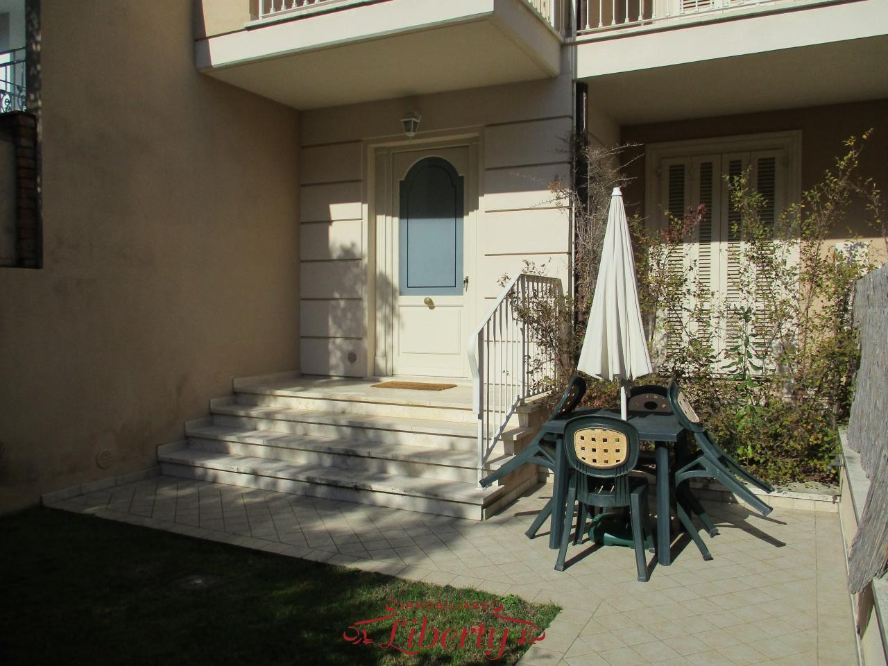 Villa bifamiliare VIAREGGIO 198