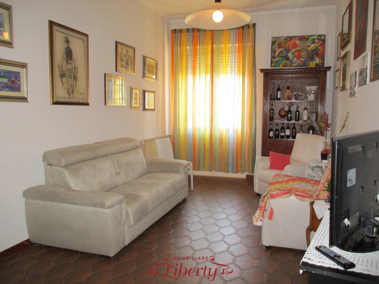 Appartamento in buone condizioni arredato in vendita Rif. 10444507